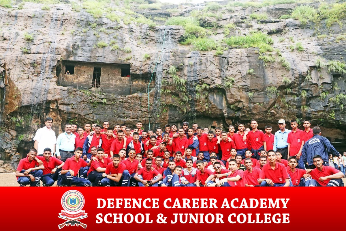 educational-tour-group-photo-best-defence-academy-spi-aurangabad